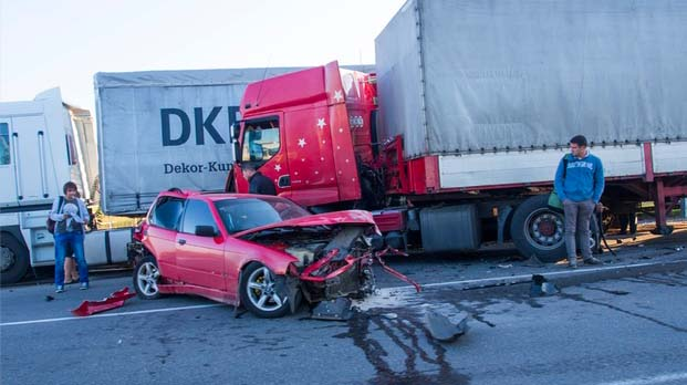 traffic accident with 18 wheeler